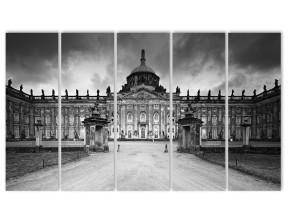 черно-белое здание
