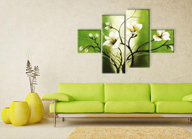 лилии на зелёном