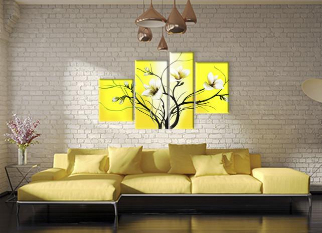 лилии на жёлтом